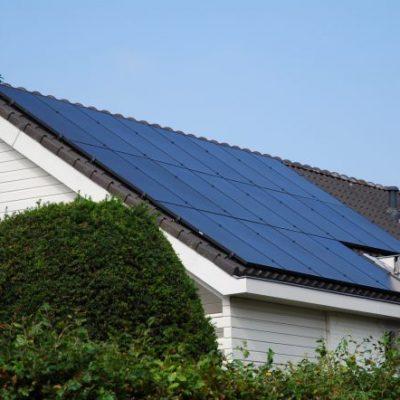 Zonnepanelen op dak in Voorschoten