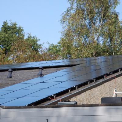 zonnepanelen op leistenen dak
